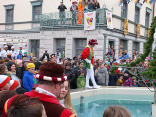 Brunnensprung Hopser & Schleifer Tanz